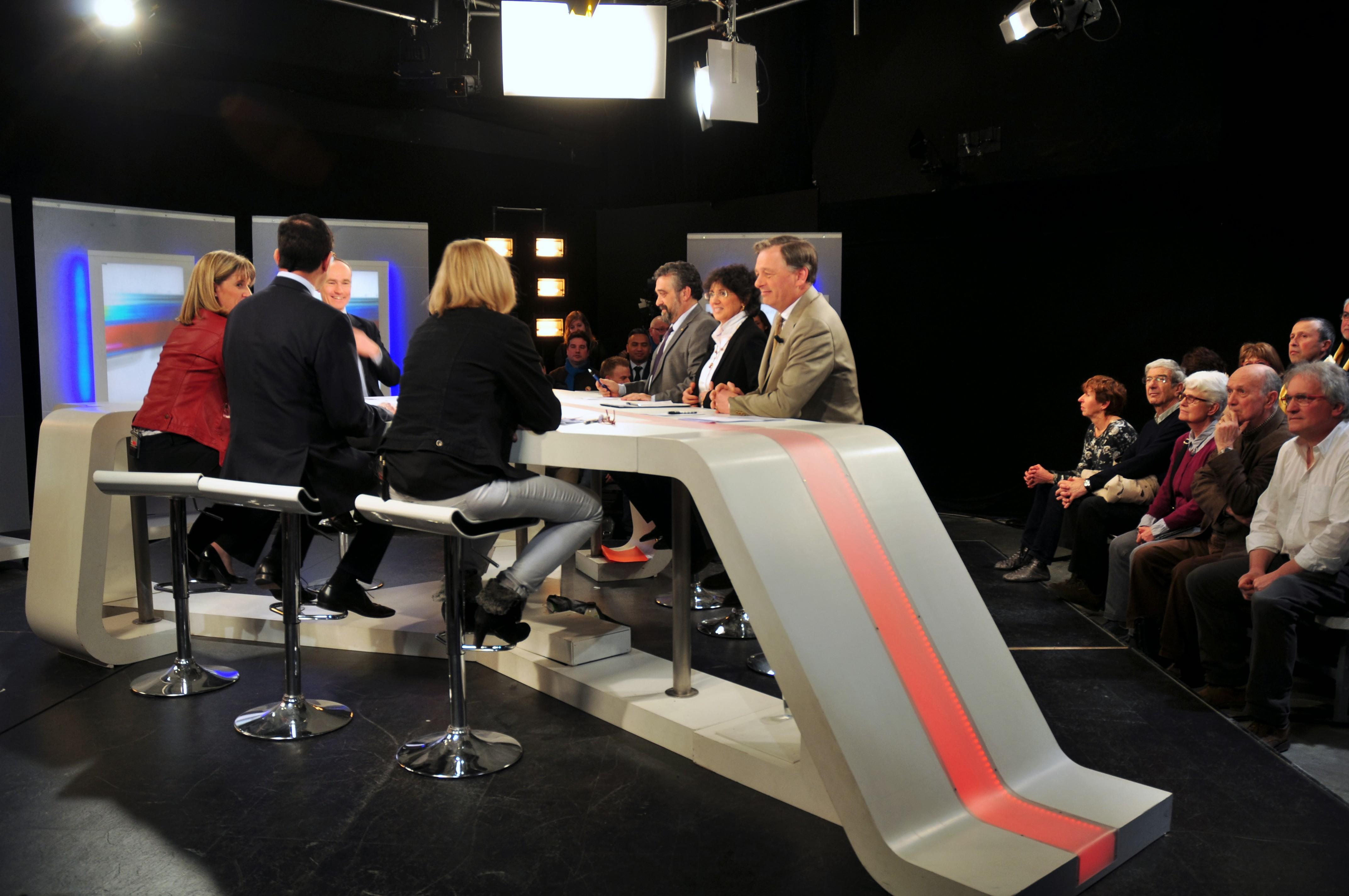 Quelques secondes avant la prise d'antenne pour le débat